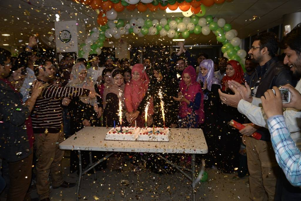 cake-cutting-at-lahore-operations-oiffce