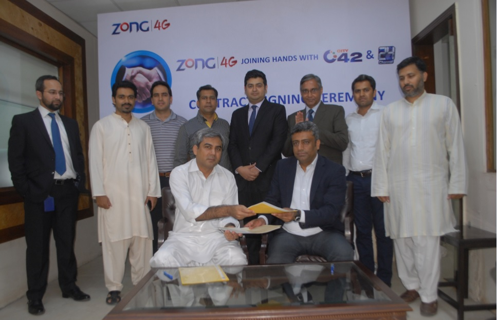 Niaz A. Malik, Deputy CEO Zong and Mohsin Naqvi, CEO Channel 24 and City 42 exchanging documents after signing MoU along with their teams for the provision of state-of-the-art services to both channels